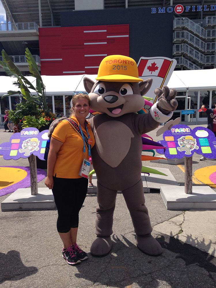Marmottine aux côtés de la mascotte Patchi aux PanAm Games 2015 à Toronto