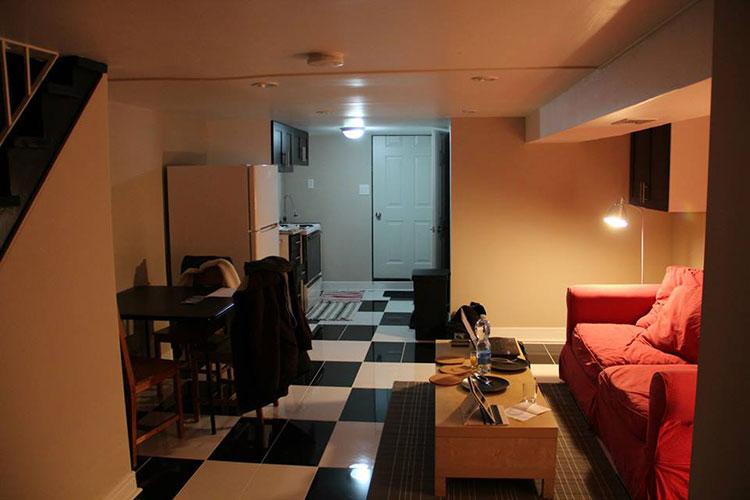 Salon et cuisine de notre basement à Toronto