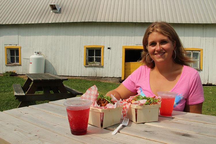 Pause déjeuner à la roulotte du coin de la ferme d'Hoc