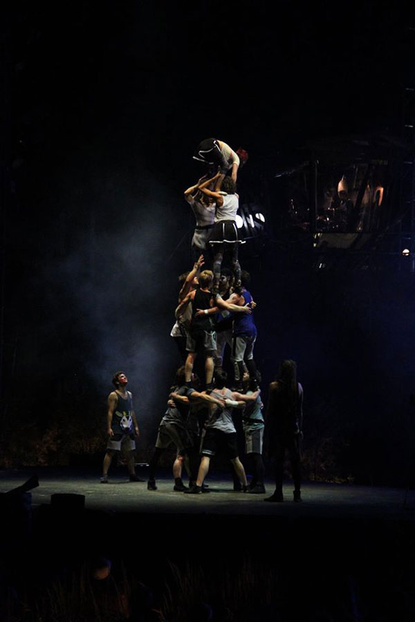 Pyramide humaine du spectacle Le Crépuscule à l'Agora de Québec